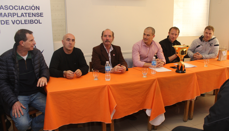 La Copa OAM se presentó en sociedad con la presencia de autoridades y exjugadores de la selección argentina de vóley.
