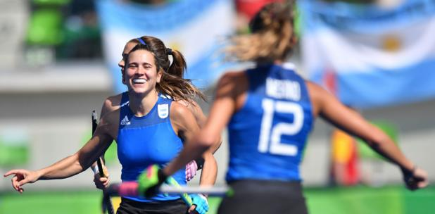 Martina Cavallero celebrando uno de los goles del partido.