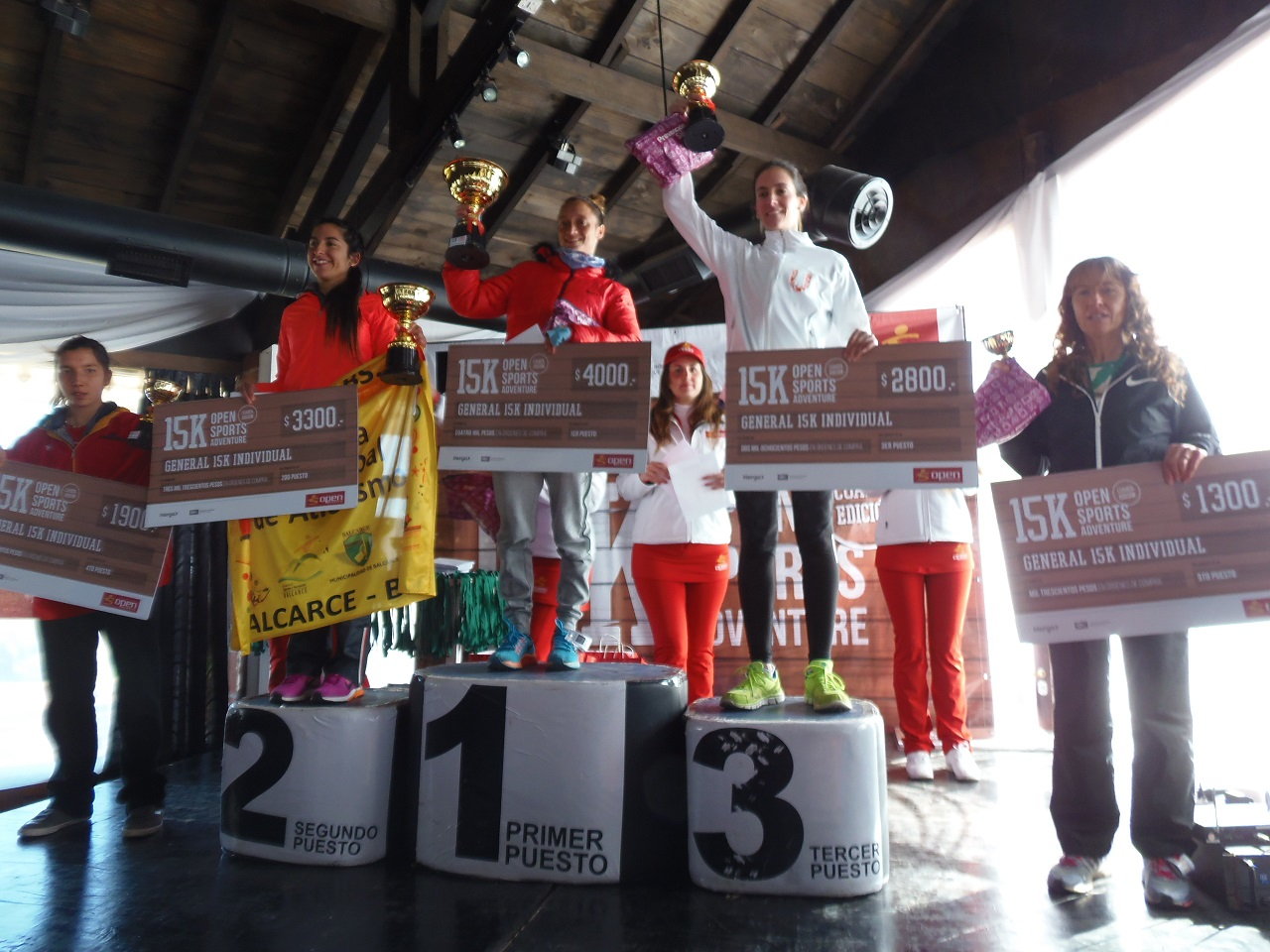 El podio femenino de los 15K con Florencia Borelli en lo más alto.