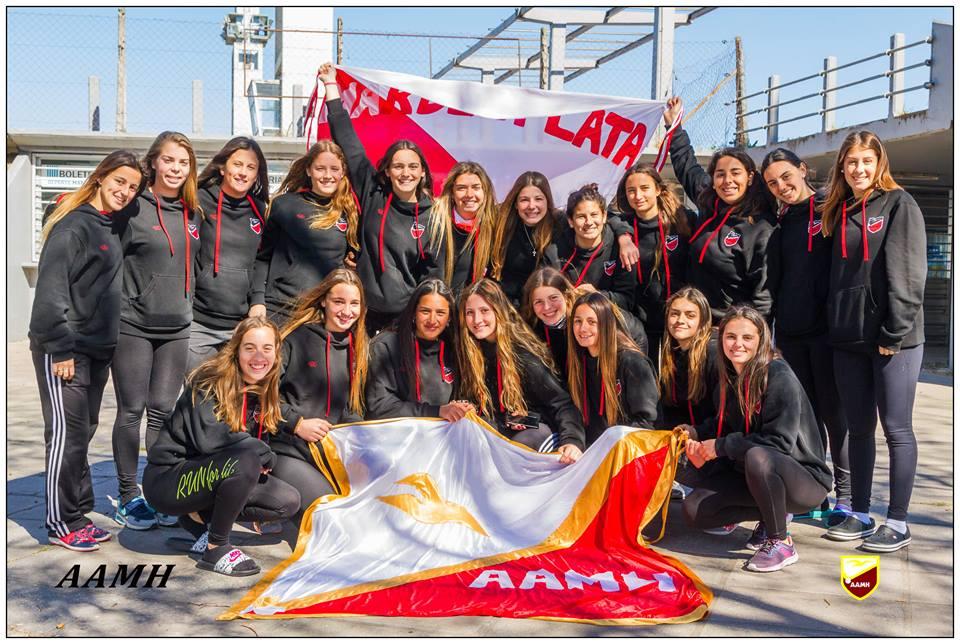 La Selección Marplatense Sub-18 en su partida desde el Sintético Panamericano. (Foto: Prensa AAMH)