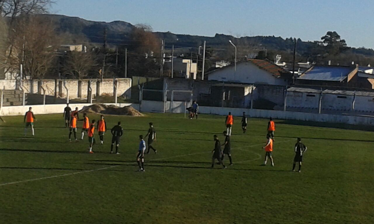 Aldosivi y Santamarina se midieron en un estadio que no tenía la cancha en buenas condiciones. (Foto: Prensa Aldosivi)