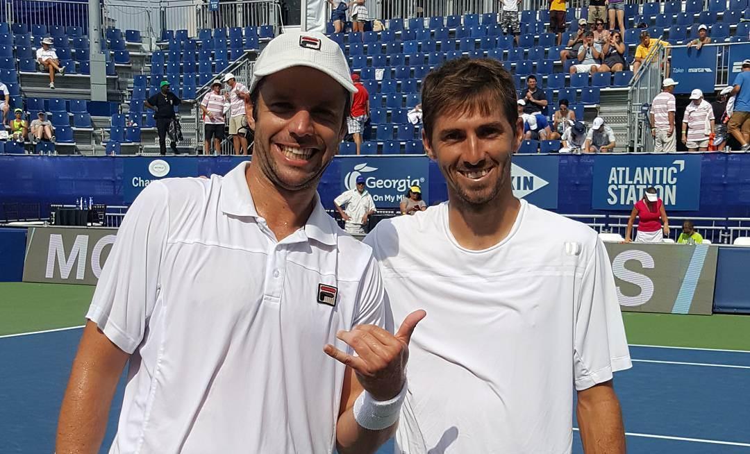 Horacio Zeballos y Andrés Molteni celebran el triunfo.