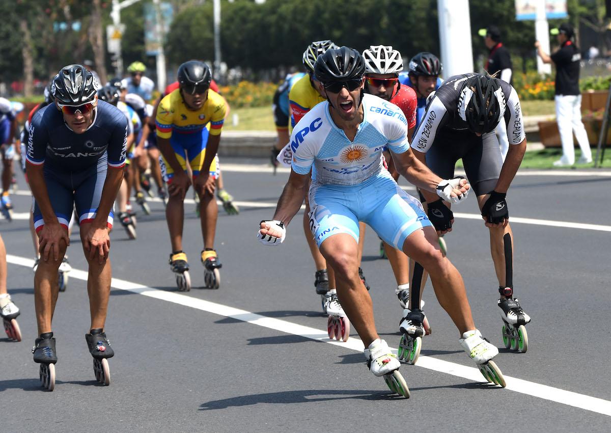 El final del maratón masculino con el festejo desenfrenador de Juan Cruz Araldi.