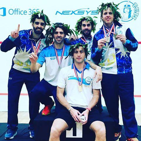 El equipo argentino que logró la medalla de oro con Matías Valenzuela y Juan Pablo Roude.