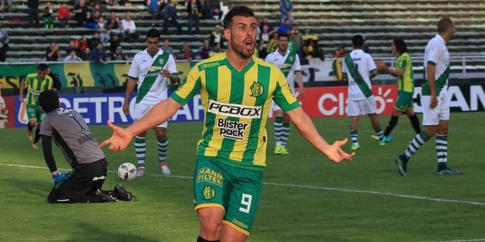 Sebastiàn Penco celebrando el primer gol de Aldosivi en el torneo. (Foto: Sergio Biale - Club Aldosivi)