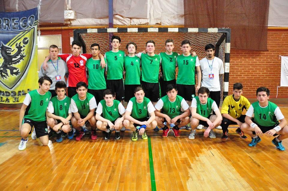 El equipo de menores de Once Unidos que está jugando en Chubut. (Foto: Lucia Cuyul)