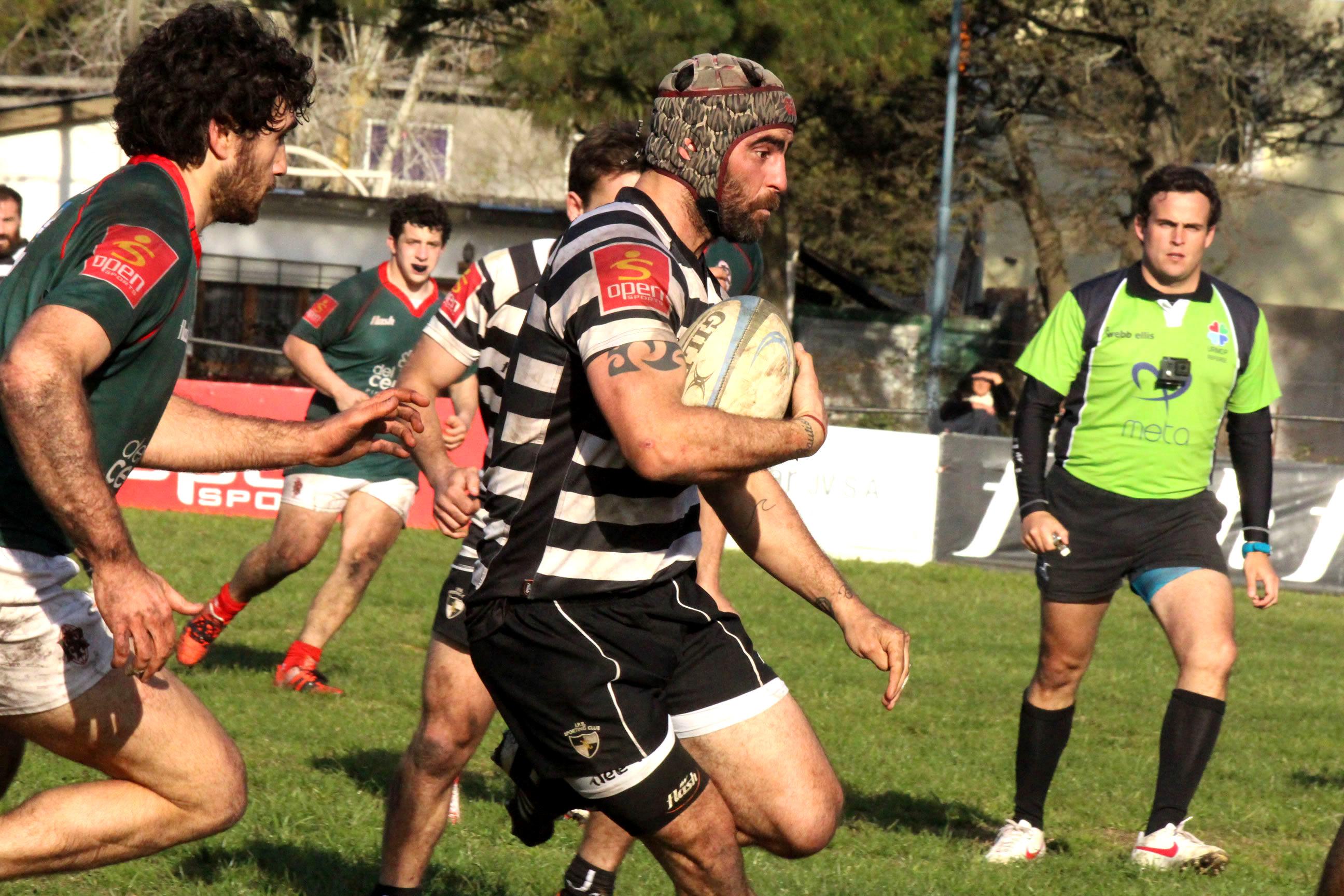 Martín Aceña con la pelota en sus manos. (Foto: Prensa URMDP)