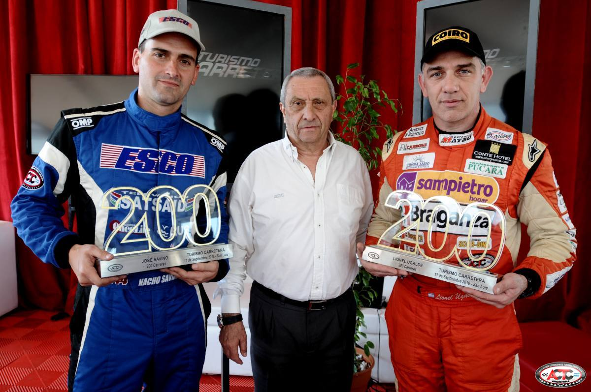José Savino y Lionel Ugalde recibieron una mención por sus 200 carreras en el TC. (Foto: Prensa TC)