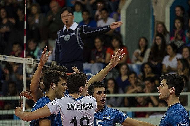 Argentina logró un importante triunfo en Bariloche. (Foto: Voley Sur)