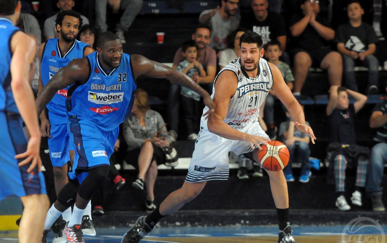 Juan Manuel Torres sigue sumando minutos en Peñarol (Foto: Prensa Bahía Basket)