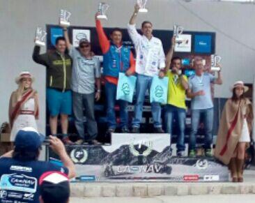 Omar Gándara y Mayco Martínez en el podio de Tucumán.