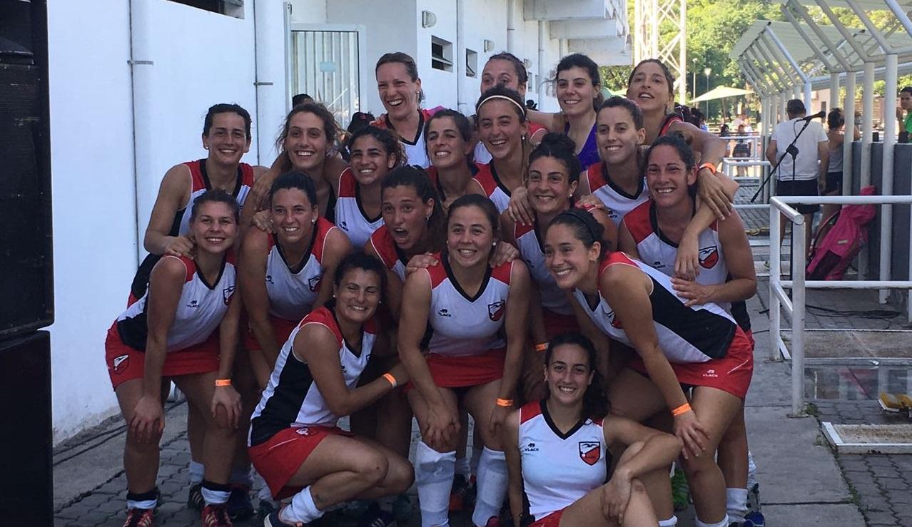 Las sonrisas del plantel de Mar del Plata celebrando la clasificación a semifinales.