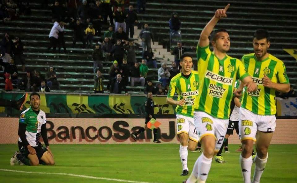 Joel Acosta festejando su gol. (Foto: Club Aldosivi)