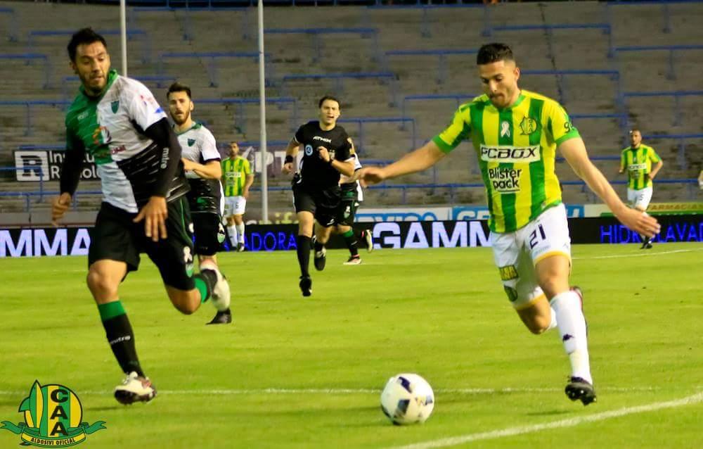Joel Acosta en el juego ante San Martín de San Juan. (Foto: Sergio Biale - Club Aldosivi)