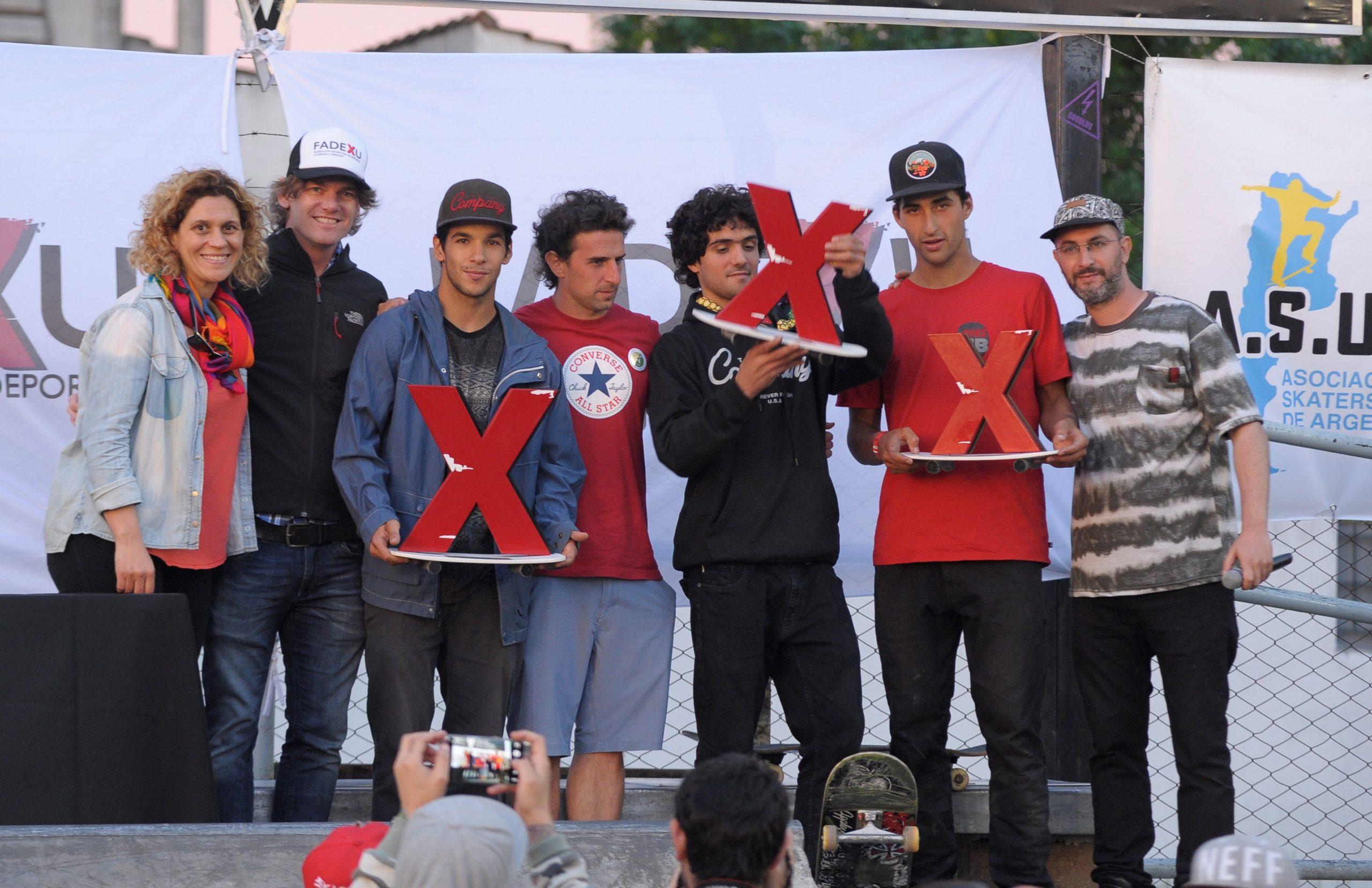 El podio del Primer Campeonato Argentino de Skate en Merlo con Moral en lo más alto del podio.