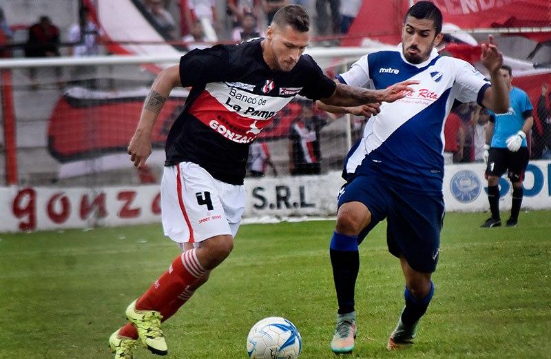 Patricio Escott fue nuevamente el autor del gol del triunfo para Alvarado. (Foto: Diario de La Pampa)