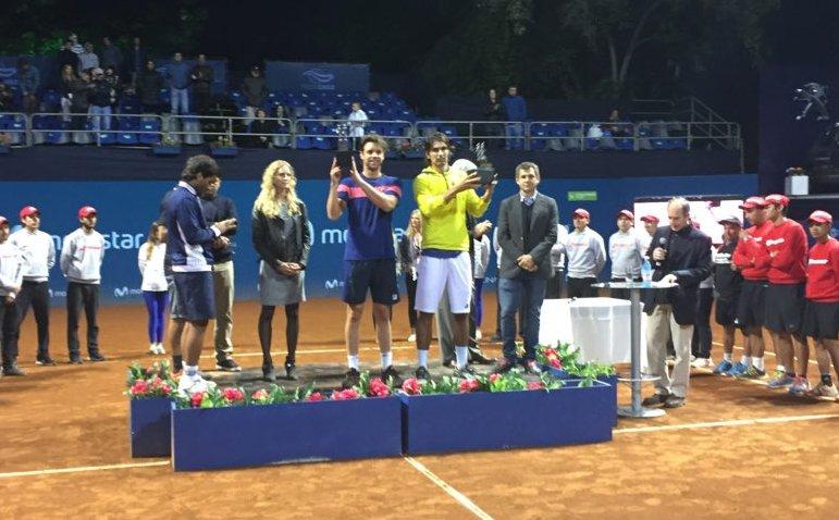 Horacio Zeballos y Julio Peralta con sus trofeos en Santiago de Chile.
