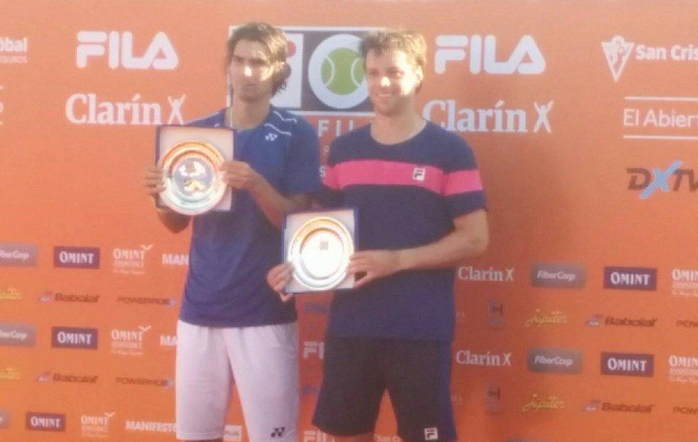 Peralta y Zeballos con los premios alcanzados.