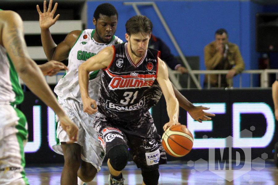 Iván Basualdo tuvo otra buena noche en el Polideportivo (Foto: Carlos De Vita)