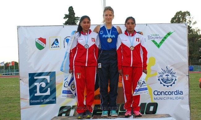Agustina Boucherie en lo alto del podio sudamericano.