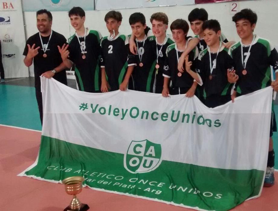 Los chicos de Once Unidos se colgaron la medalla de bronce.