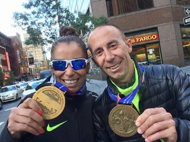 María Peralta y Mariano Mastromarino post maratón.