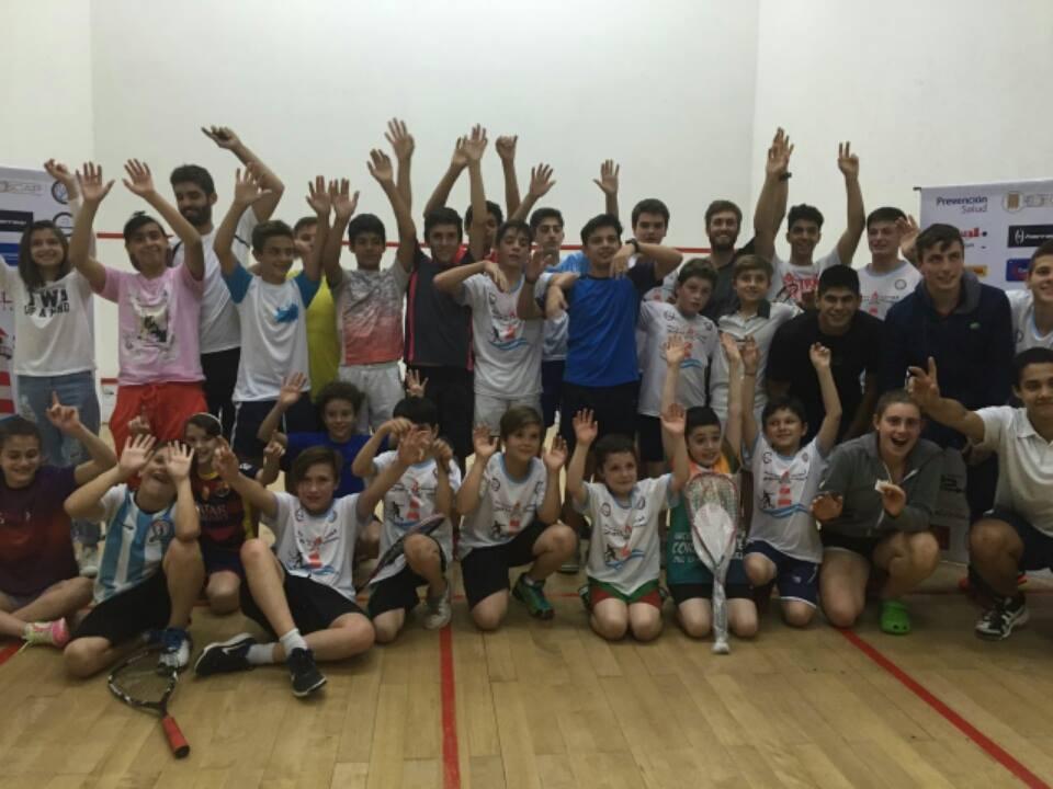 Los jugadores que pasaron por Casal Squash para el Nacional de Menores. (Foto: AASR)