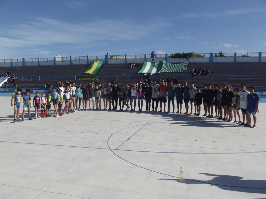 La Selección Marplatense en la pista central del Patinódromo.