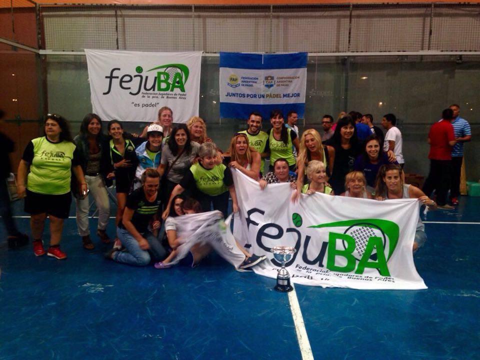 La delegación de la Federación de Jugadores de Buenos Aires que ganó por equipos.