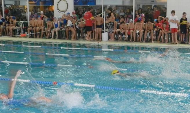 El natatorio del IAE Club fue el escenario de un nuevo Mannequin Challenge