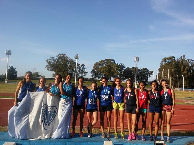 El podio de la posta 4x400 donde Mar del Plata logró una medalla dorada.