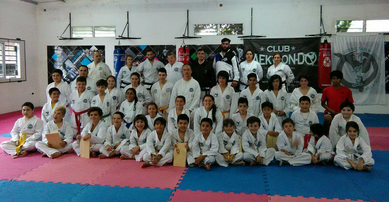 Alejandro Yapuncic con los alumnos de Pinamar y Villa Gesell.